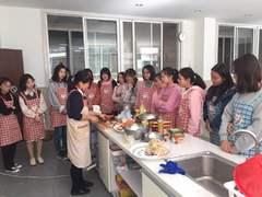 다롄세종학당 요리수업 진행중(대학생)